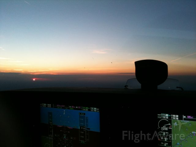 Cessna Skyhawk (N894KC) - Sunset at 8500 just south of mgm headed for eet