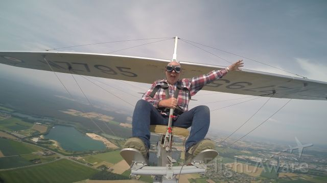 Unknown/Generic Glider (RWZ795) - Free Flight with a Slingsby T38