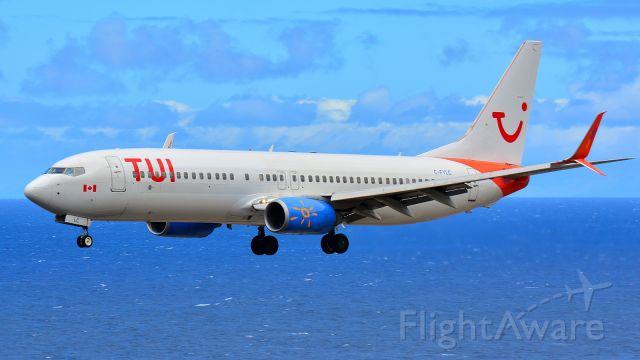 Boeing 737-700 (C-FYLC)
