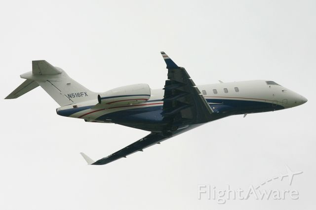 Bombardier Challenger 300 (N516FX)
