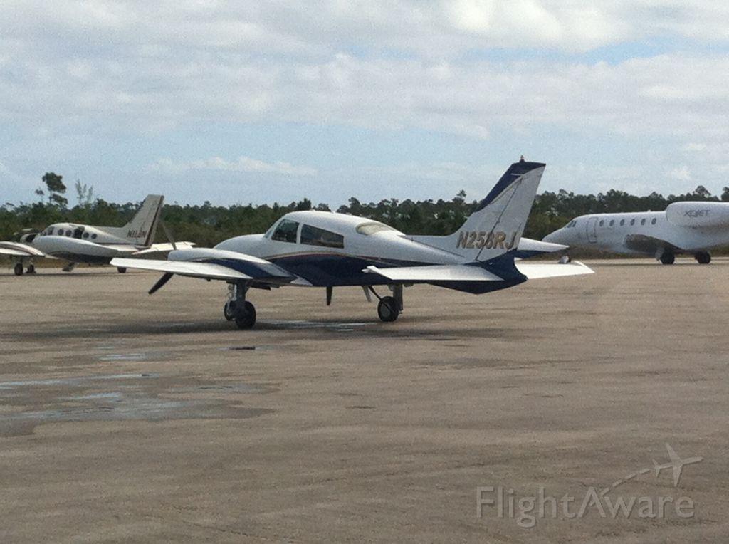 Cessna 310 (N258RJ)