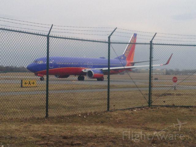 Boeing 737-800 (N8327A)