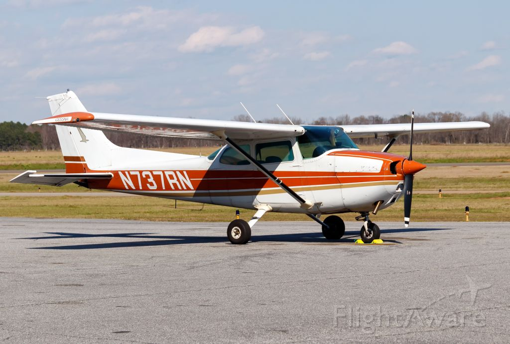 Cessna Skyhawk (N737RN)