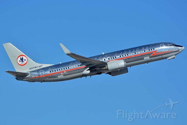 Boeing 737-800 (N905NN) - American 737-823 N905NN Astrojet at Phoenix Sky Harbor International Airport on December 28, 2017.