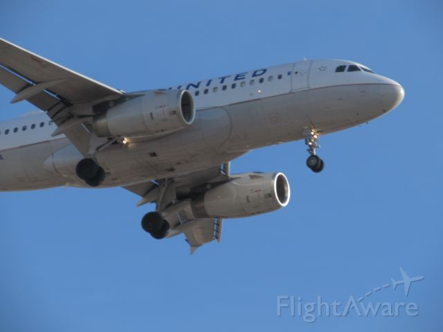 — — - United airlines landing at Ohare