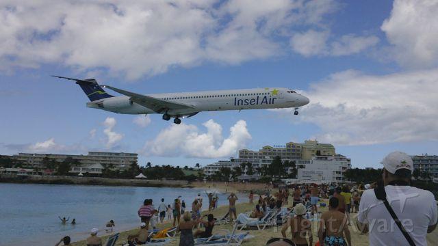 McDonnell Douglas MD-83 — - Inselair landing in good ol' st maarten