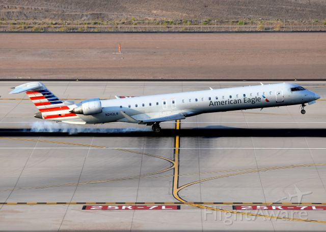 Canadair Regional Jet CRJ-900 (N242LR)