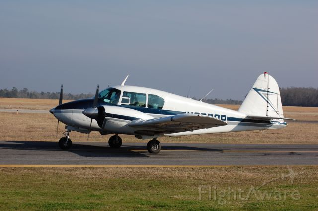 Piper Apache (N2299P) - Piper Apache taxiing down alpha to 19 at Lone Star.