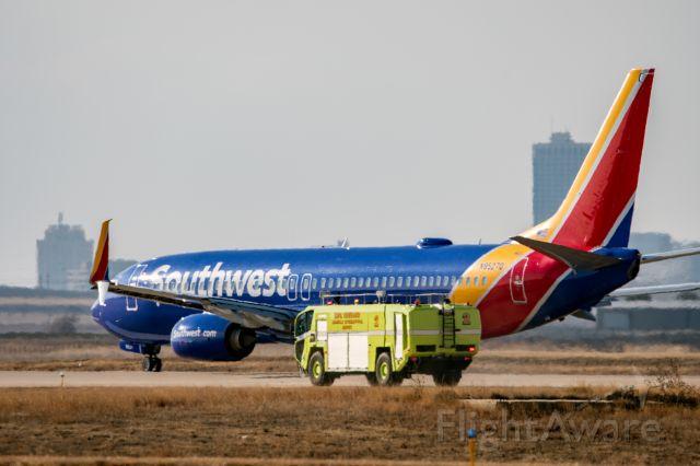 Boeing 737-800 (N8527Q) - emergency taxi stop