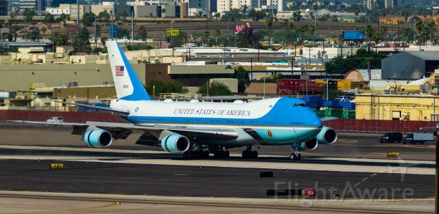 N28000 — - Air Force One landing RWY 8