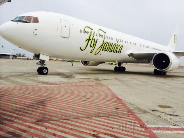 BOEING 767-300 (N762NA)