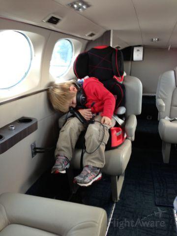 Cessna Chancellor (N414TN) - Smooth flight, time to sleep!