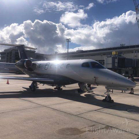 Embraer Phenom 300 (VH-VKX)