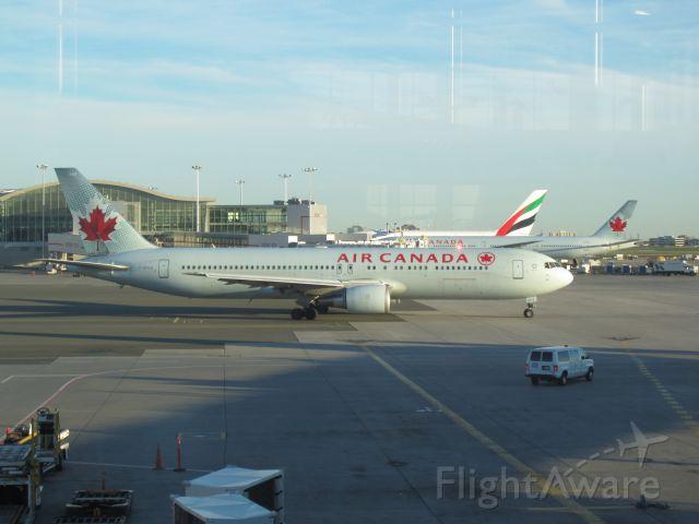 BOEING 767-300 (C-GHLU)