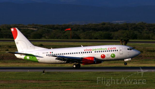 BOEING 737-300 (XA-VIK)