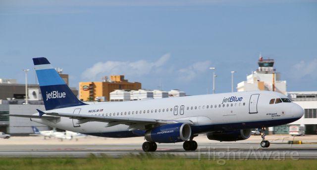 Airbus A320 (N636JB)