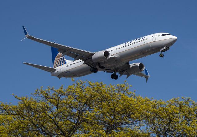 Boeing 737-900 (N69824)