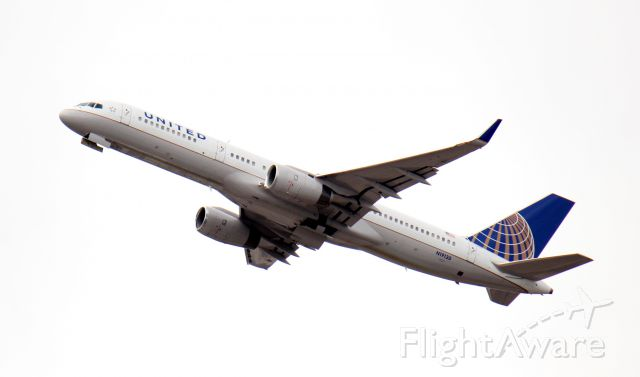 Boeing 757-200 (N19130) - United B757-200 out of KEWR