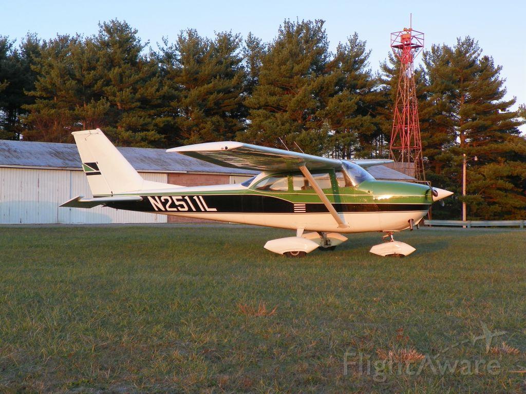 Cessna Skyhawk (N2511L) - Sunset picture after a beautiful, smooth evening flight.