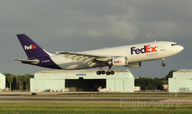 Airbus A300F4-600 (N692FE)