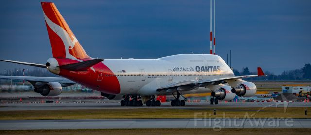 Boeing 747-400 (VH-OEJ) - Qantas Boeing 747-438(ER) shortly after arrival at YVR from SYD for it's final seasonal flight for our winter.