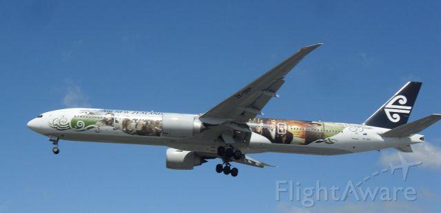 Boeing 777-200 (ZK-OKP)