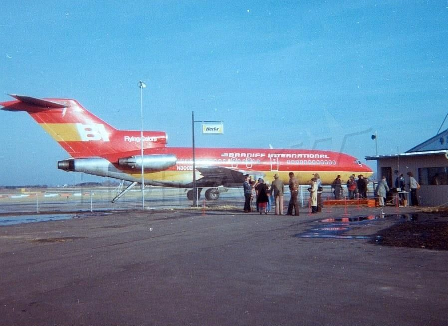 Boeing 727-100 (N300BN) - Ronald Reagan chartered this Braniff 727 into our local airport in March 1980 during his campaign, making it our airport