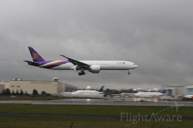 Boeing 777-200 (HS-TKN)