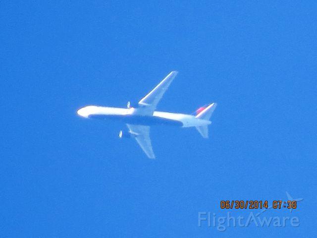 BOEING 767-300 (N127DL) - Delta flight 109 from Atlanta to Seattle over Baxter Springs Ks at 37,999 feet.