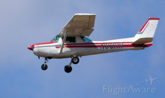 Cessna 152 (N99HR) - On final is this 1978 Cessna 152 in the Winter of 2019.