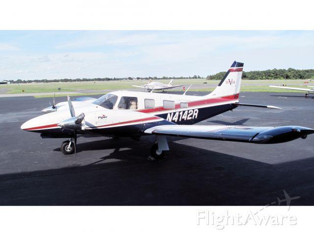 Piper Seneca (N4142R) - A very nice and modern Seneca V.