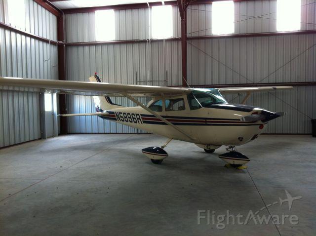 Cessna Skyhawk (N5896R)