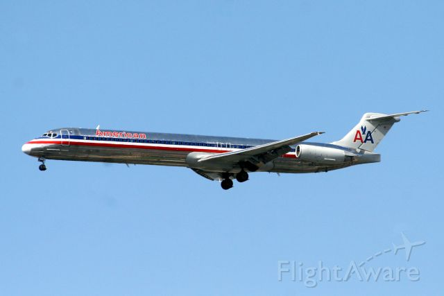 McDonnell Douglas MD-83 (N9622A) - On final approach for R27 operating flight AAL1505 from KDFW on 11-Aug-11.