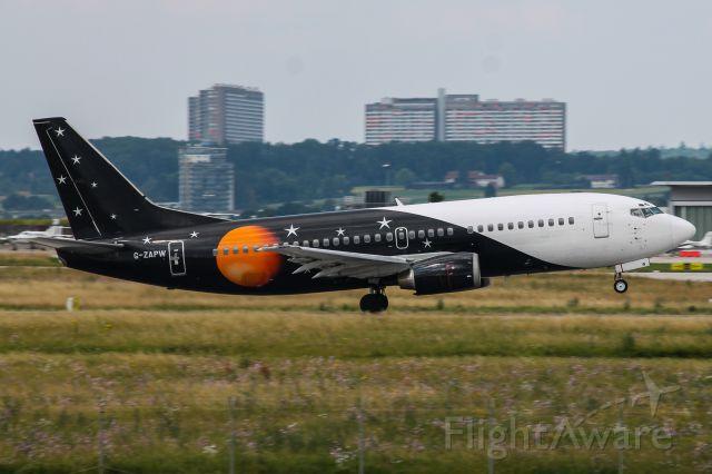 BOEING 737-300 (G-ZAPW)