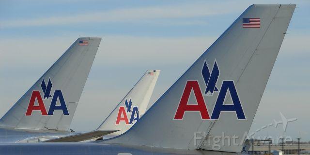 """Boeing 777-200 — - """"Silverbirds"""" in Chicago."""