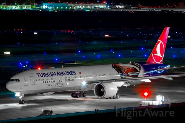 BOEING 777-300 (TC-JJN)