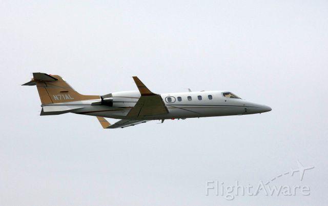 Learjet 31 (N71AL)