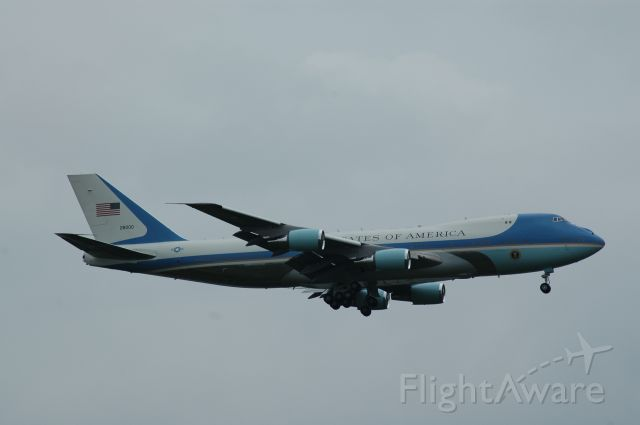 Boeing 747-200 (N28000) - Air Force 1 on final for 18L