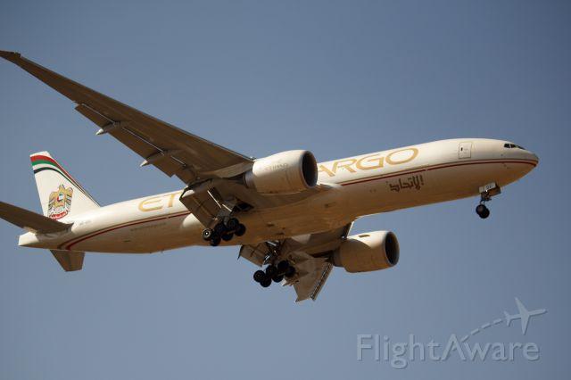 BOEING 777-200LR (A6-DDC)