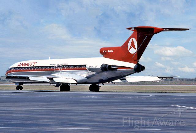 BOEING 727-200 (VH-RMW) - ANSETT AIRLINES OF AUSTRALIA - BOEING 727-277 - REG : VH-RMW (CN 20550/1030) - ADELAIDE INTERNATIONAL AIRPORT SA. AUSTRALIA - YPAD 15/12/1976