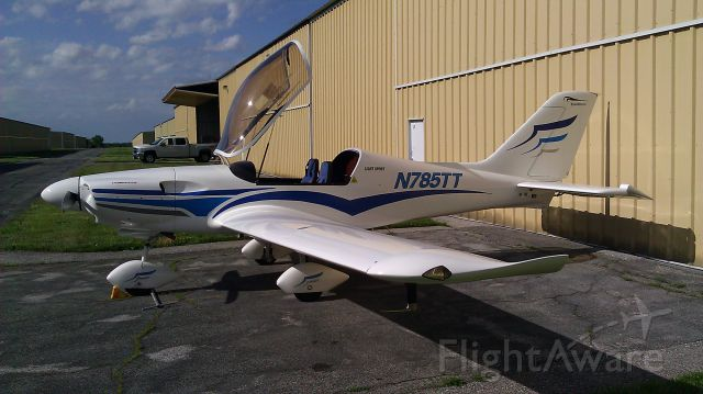 Experimental 100kts-200kts (N785TT) - Out of the Hangar for the days work. Flight training.