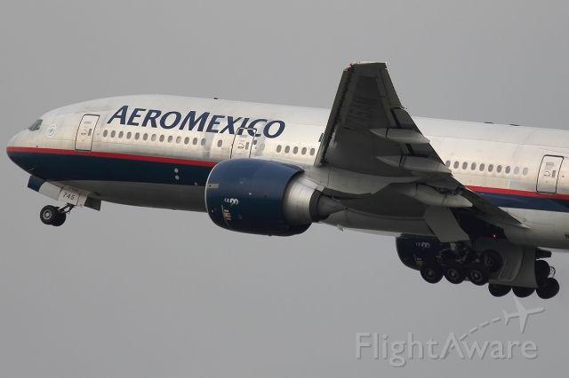 BOEING 777-300 (N745AM) - Morocho
