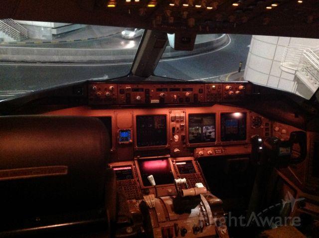 Boeing 777-200 (A6-EMW) - Standing at dubai