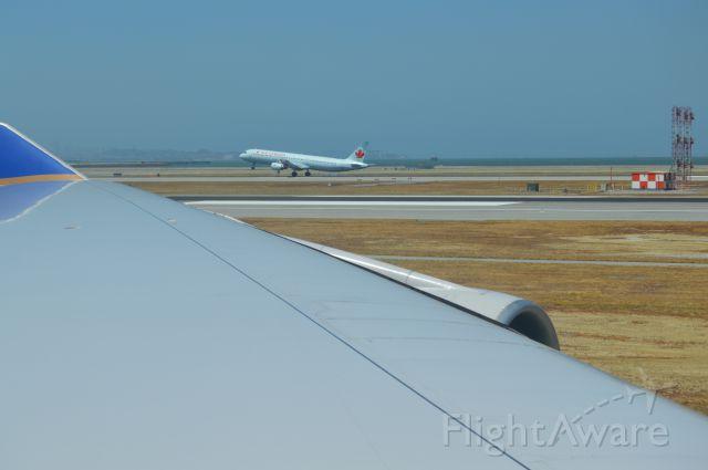 Airbus A321 — - Air Canada A321 landing at KSFO
