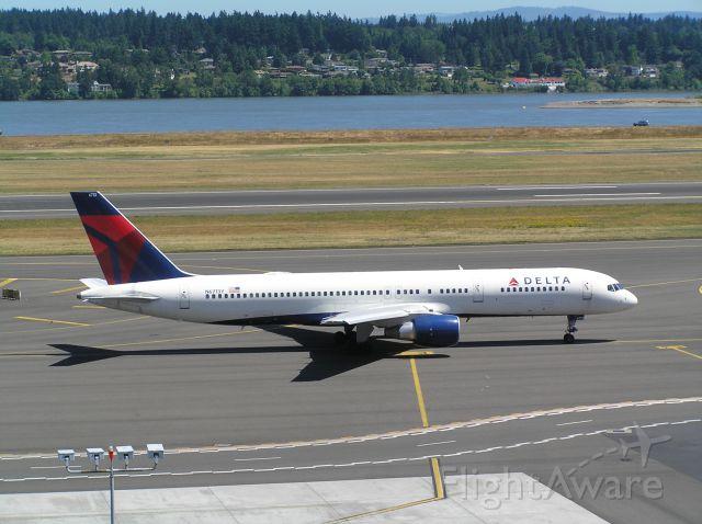 Boeing 757-200 (N6713Y)