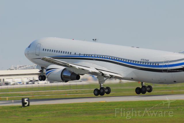 BOEING 767-200 (N767MW)