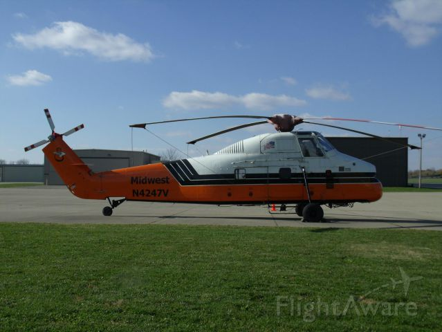 """Sikorsky S-58T (N4247V) - Midwest Helicopters heavy lift service - on a break before flexing heavy muscle. Their motto """"We put big loads in tight places."""""""