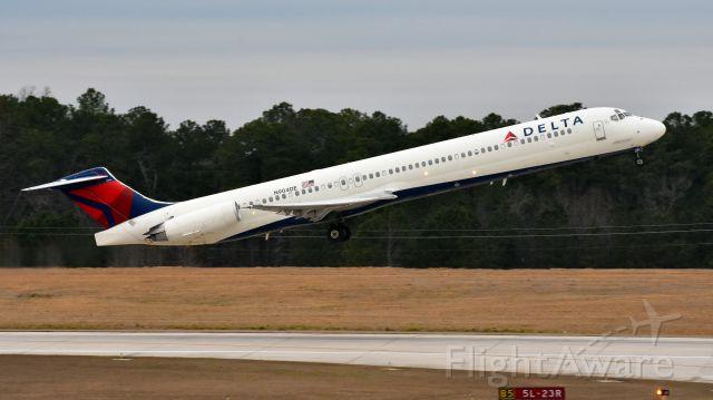 McDonnell Douglas MD-88 (N904DE) - Delta N904DE MD-88 departs from RDU runway 5L on 02/03/2017.  Taken from RDU Observation Deck.