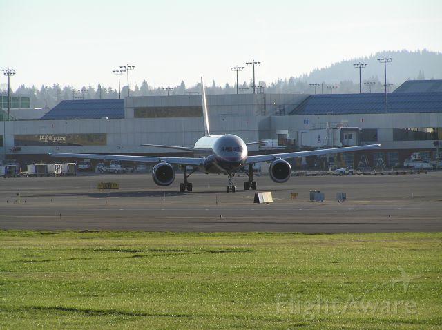 Boeing 757-200 (N520UA) - 2004-12-18 1515 PST