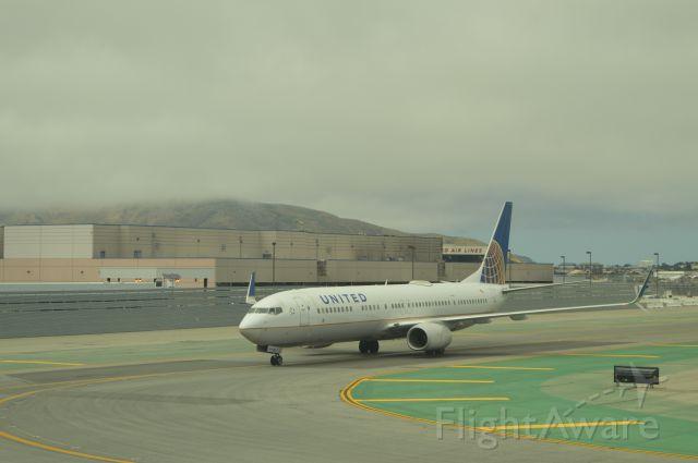 Boeing 737-900 (N69806)